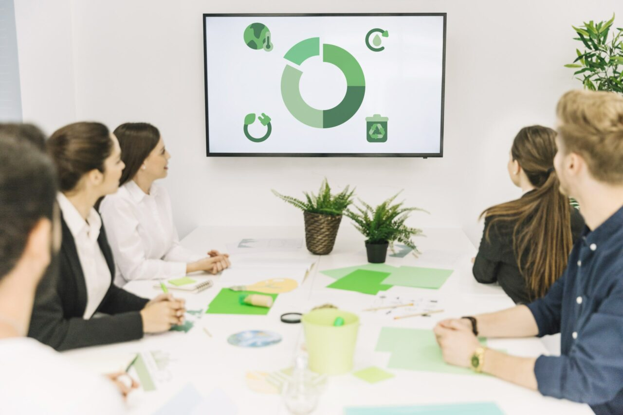 https://doradcy365.pl/wp-content/uploads/2020/10/group-businesspeople-looking-natural-resources-icon-meeting-min-scaled-1280x854.jpg